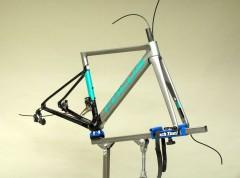最新ロードバイク を組み立てる本が出ます!